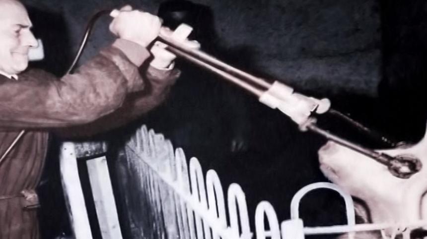 Ursprunget till ECT-behandlingen är bedövning av grisar innan slakt.